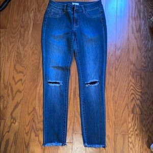 Ankle raw edge jeans